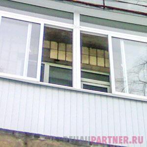 Производственные компании по остеклению балконов с крышей